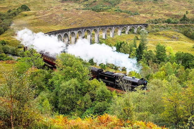 Jacobite Steam Train Glenfinnan.png