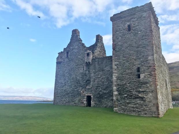 Lochranza Castle , Arran.png